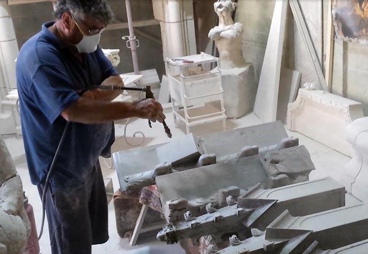 Sablage des éléments en marbre